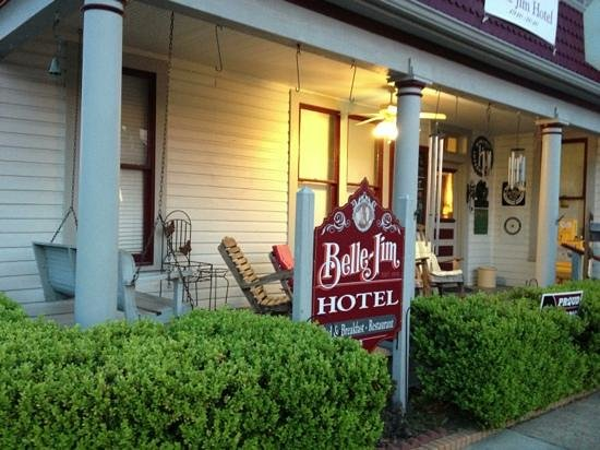 Belle-Jim Hotel 75951: Charming, but only open for lunch.