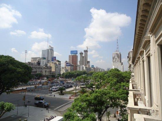 Hotel De La Ville: vista desde el balcon hacia la avenida corriente
