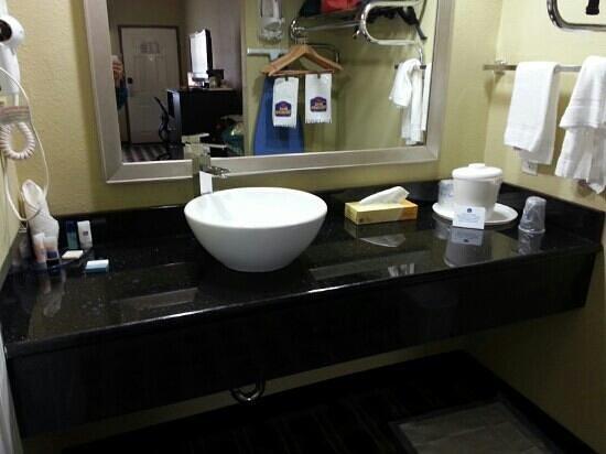 Best Western La Place Inn: vessel sink in bathroom