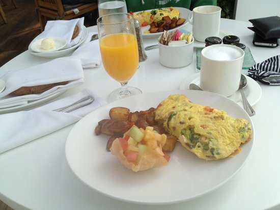 Mondrian Los Angeles Hotel: breakfast at Asia de Cuba