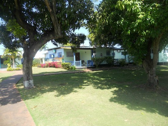 Toby's Resort: court yard