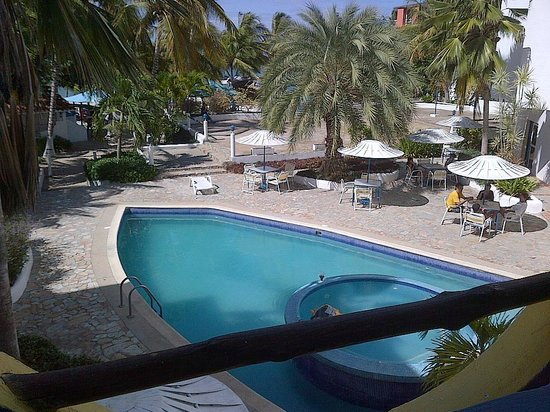 Hotel Windsurfers Oasis: Vista de la piscina desde la habitacion
