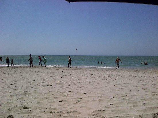 Hotel Windsurfers Oasis: Vista de Playa El Yaque desde el Bar del Hotel
