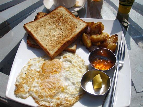 Hotel Family Home: Breakfast