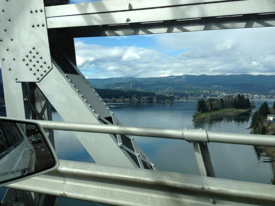 View from Bridge of Gods on way to Skamania Lodge