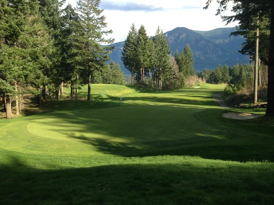 Skamania Lodge: View from trail around golf course