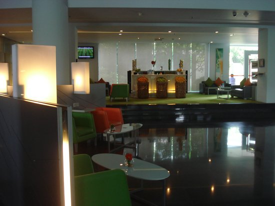 HARRIS Hotel Tebet: Hotel lobby lounge