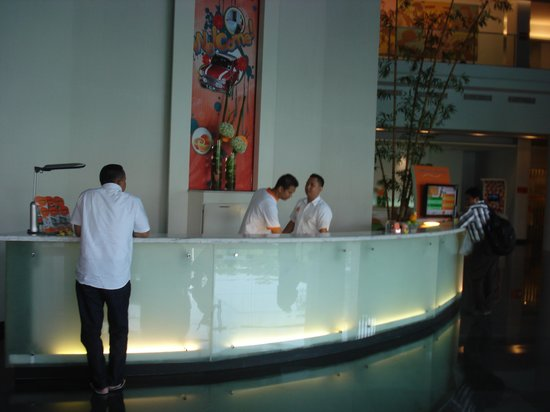 HARRIS Hotel Tebet: Hotel reception