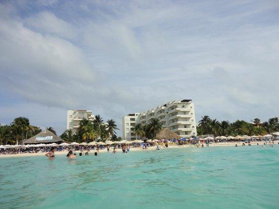 Ixchel Beach Hotel: Ixchel Hotel Beach desde el mar
