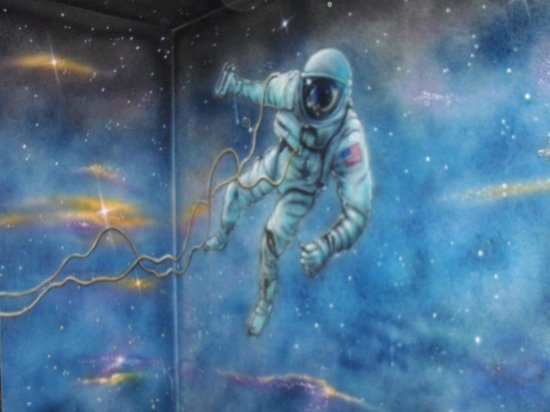 Quality Inn & Suites Lincoln : Astronaut overlooking Hot Tub in Space Odyssey room