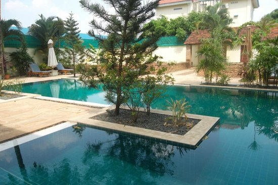 La Villa Battambang: Swimming pool