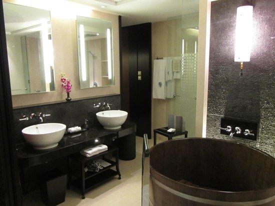 Banyan Tree Macau: Bathroom2