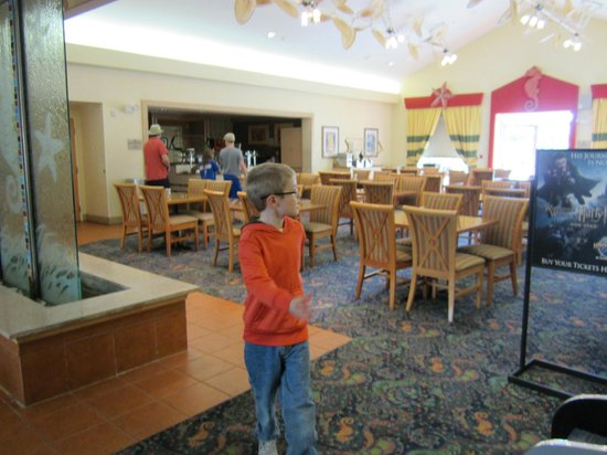 Homewood Suites Orlando-Nearest to Universal Studios: Dining area. Free breakfast and dinner buffet.
