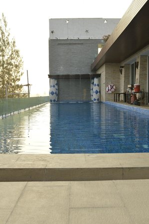 Dhevan Dara Resort & Spa Hotel: public pool