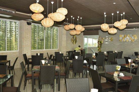 Dhevan Dara Resort & Spa Hotel: resturant