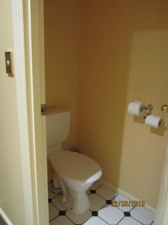 Country Club Villas: seperate toilet but a bit small