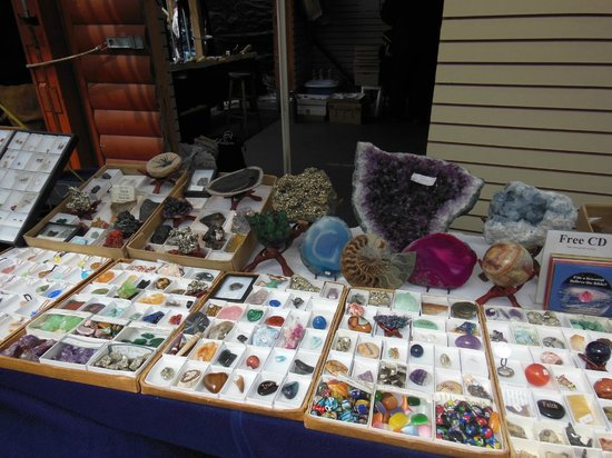 The Green Dragon Farmer's Market: The Green Dragon: Outside vendor rocks/gems
