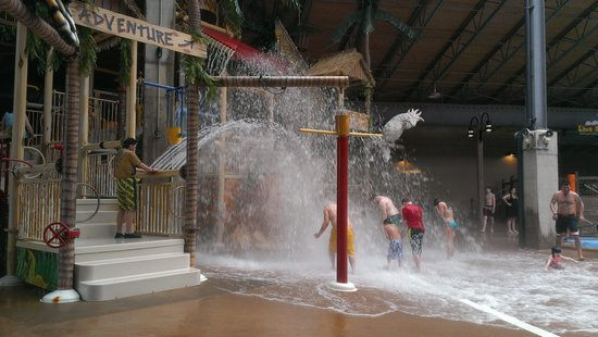 Split Rock Resort Indoor Waterpark: fun for the kids!