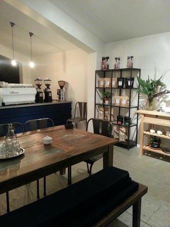 Lamkin Lane Espresso Bar: Inside Lamkin Lane