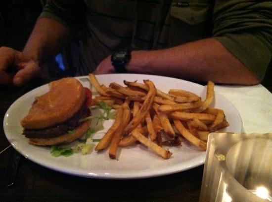 McFarlin's Bar and Grill: Big Juicy Burger