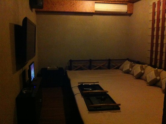 Serela Riau Bandung: Sing Room