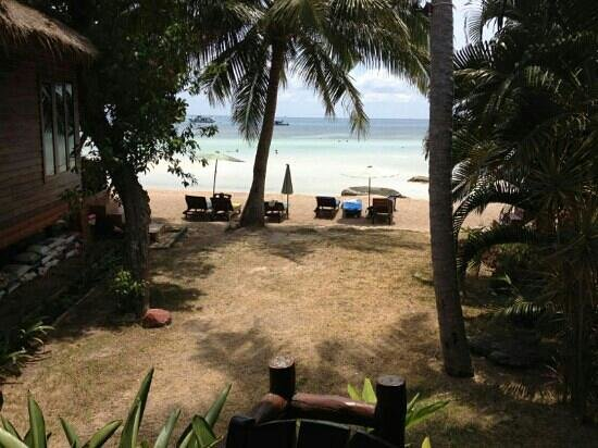 Palm Leaf Resort: view from our bungalow with Seaview
