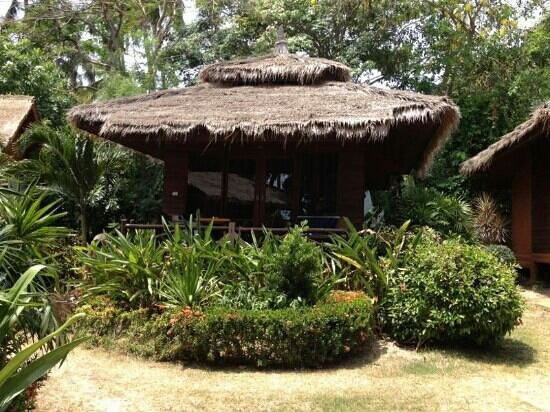 Palm Leaf Resort: our cool bungalow