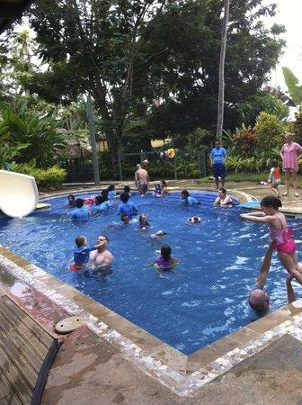 جون ميشيل كوستو ريزورت فيجي: Crazy time at the big kids' pool