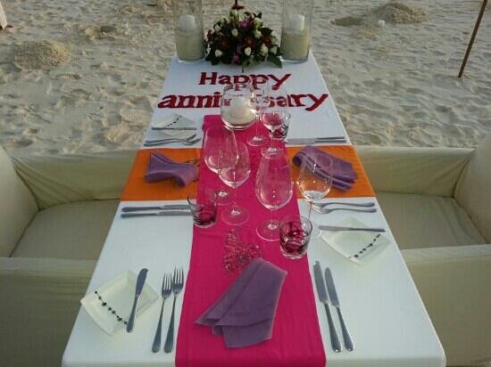 Anantara Kihavah Maldives Villas: anniversary set up