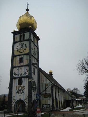 Hundertwasserkirche: 独特な建物