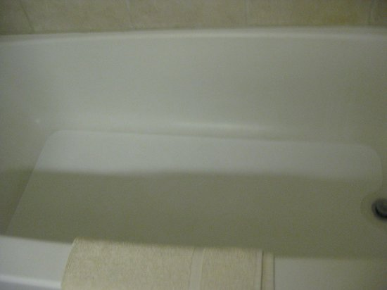 Best Express Inn & Suites: bath tub