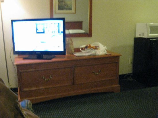 Best Express Inn & Suites : flat screen television