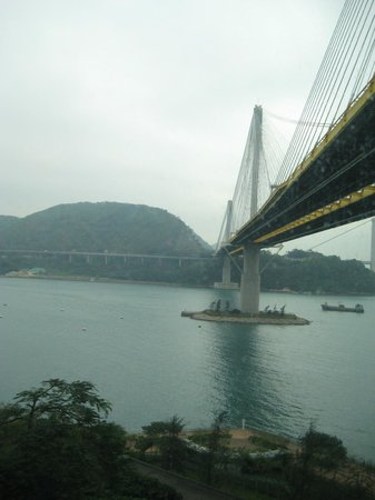 Royal View Hotel: View of Ting Kau Bridge from Hotel Room.  (Day view)