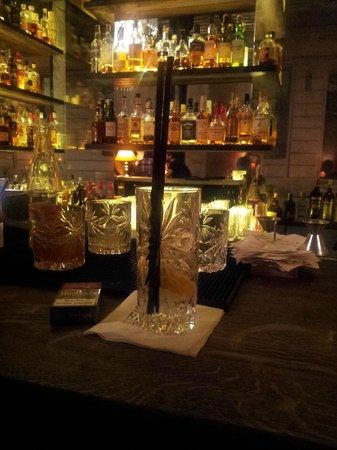 Bar Ktery Neexistuje: gin tonic