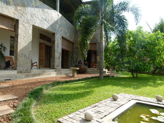 Baramba House : The front of the house with terrace. Our large corner room is at the far right.