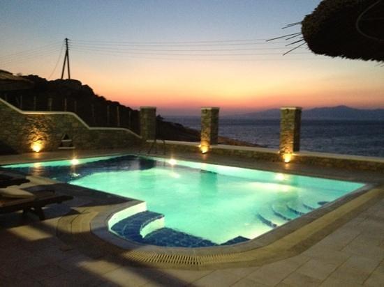 tramonto al Petinaros beach Studios
