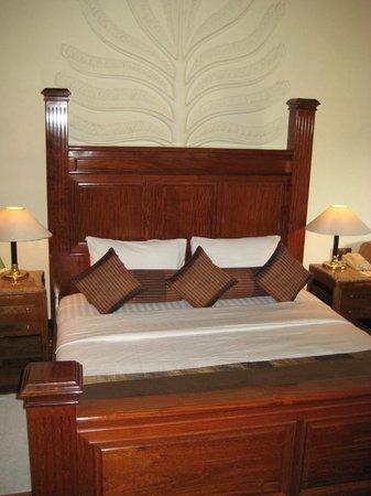 Earl's Regency: Room