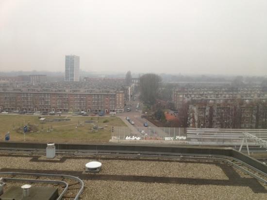 XO Hotels Blue Tower: Aussicht aus dem Fenster