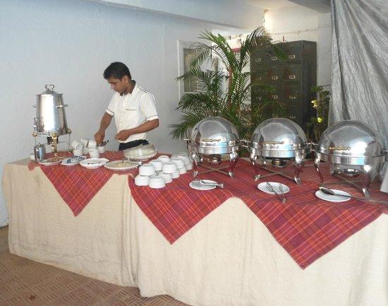 The Camelot Manor Hotel: Buffet Breakfast