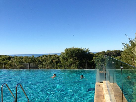 Pullman Bunker Bay Resort Margaret River Region: Pool overlooking the beach.