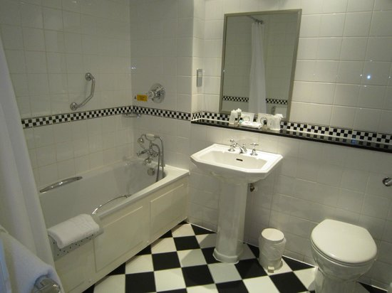 The Luttrell Arms: Lovely large clean bathroom
