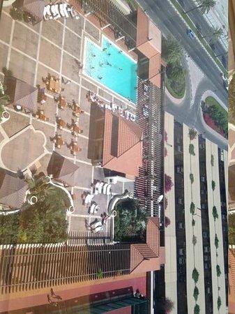 Hyatt Regency Dubai: piscina