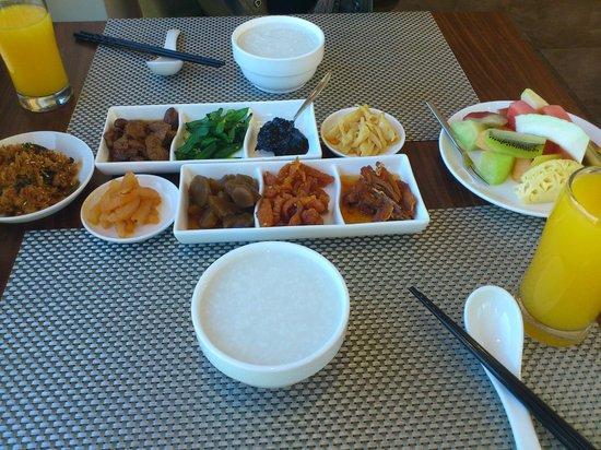 Skylight Bed & Breakfast: 朝食のお粥
