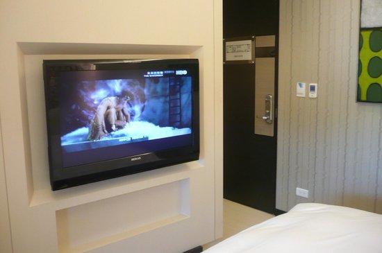 Skylight Bed & Breakfast: テレビは大画面