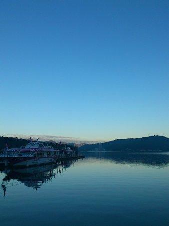 Skylight Bed & Breakfast: ホテルから徒歩1、2分で日月潭湖畔へ