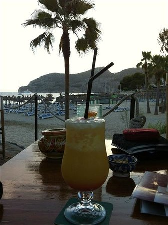 Camp de Mar: beach bar
