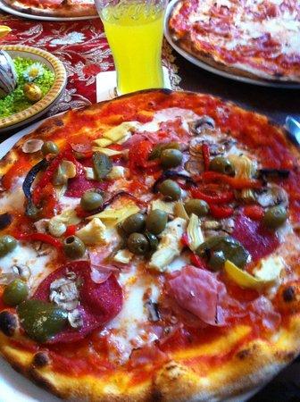 Pizzeria Bella Italia: Pizza Bella Italia