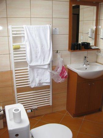 Adeba Hotel: Baño