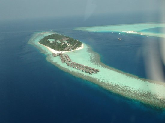 Vilamendhoo Island Resort & Spa: aerial view