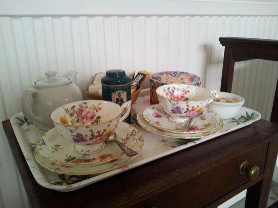 12, Belford Terrace : Teaset with cookies in the room